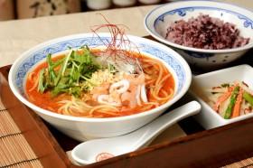 担々麺風スープパスタ。